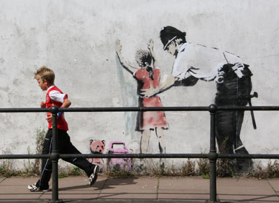 banksy_glastonbury_police_search